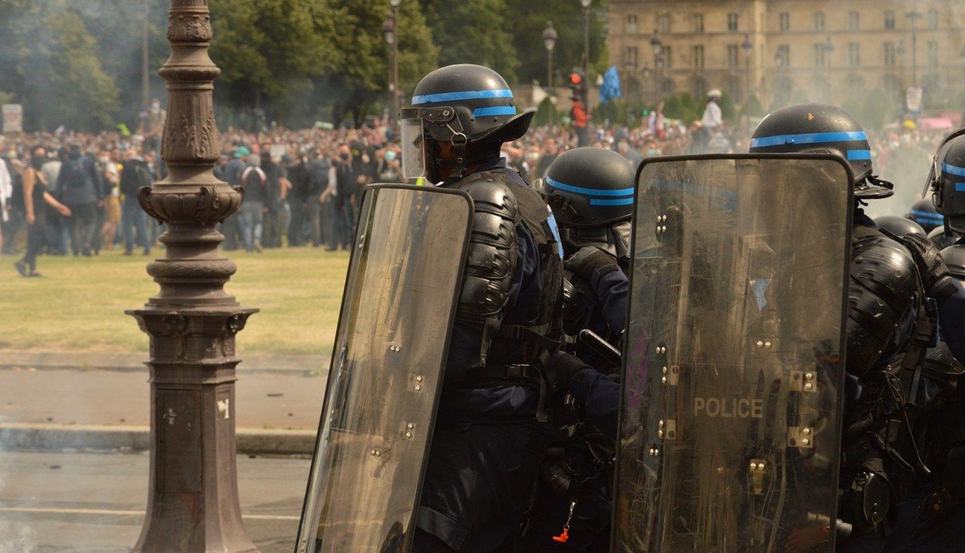 Police et démocratie : où en est la France ?